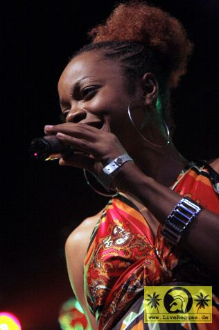 Aisha Davis (Jam) with The Sheng Yeng Clan 14- Reggae Jam, Bersenbrueck 10- August 2008 (5)-JPG
