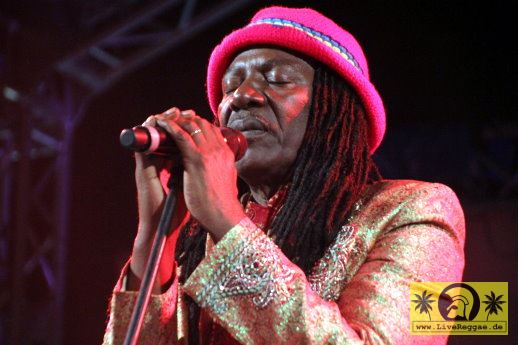 Alpha Blondy (CI) with The Solar System Band 21. Reggae Jam Festival - Bersenbrueck 26. Juli 2015 (10).JPG