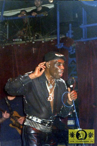 Desmond Dekker (Jam) with Delroy Williams (Jam) Kassablanca, Jena 2002 (12).jpg