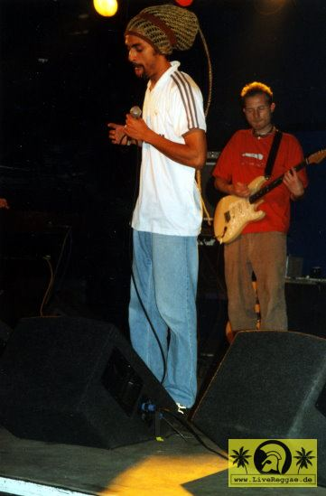 Don Abi with The Okada Supersound - Conne Island, Leipzig 16. Mai 2003 (2).jpg