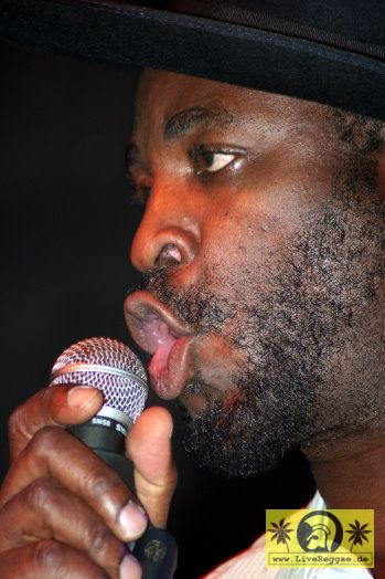 Eek-A-Mouse (Jam) with The Vitamin X Band - Unikum, Erfurt 29. Oktober 2005 (10).jpg