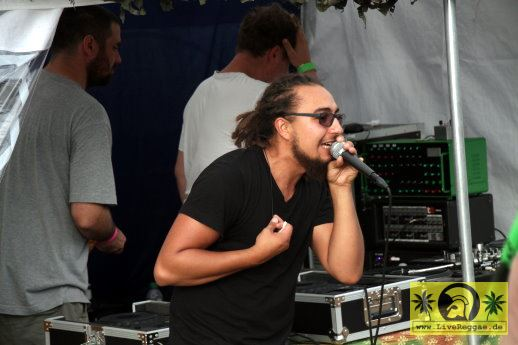 Ras TimBo (D) with Sublime - Roots Plague Dubcamp 22. Reggae Jam Festival - Bersenbrueck 29. Juli 2016 (1).JPG