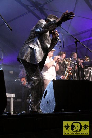 Roy Ellis (Jam) with The Magic Touch 16. This Is Ska Festival - Wasserburg, Rosslau 22. Juni 2012 (2).JPG