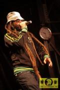 Alborosie (I) with The Sheng Yeng Clan 14. Reggae Jam, Bersenbrueck 10. August 2008 (5).JPG
